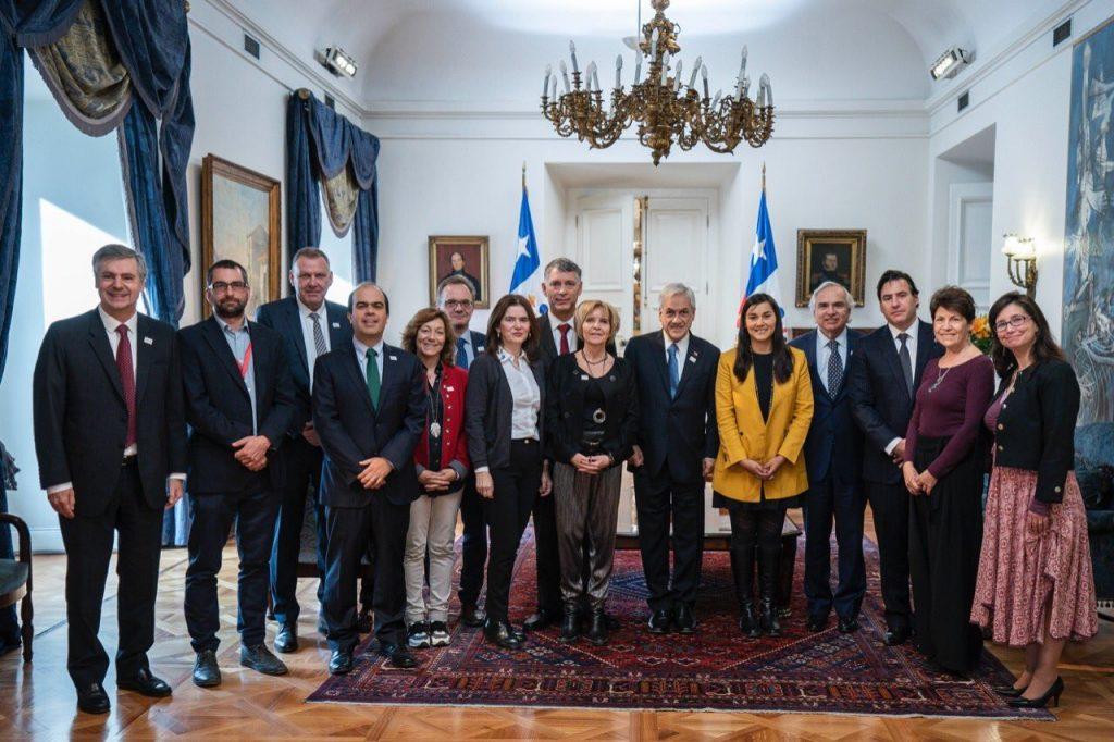 Grupo de Expertos Chilenos e Islandeses junto al Primer Mandatario en la Moneda